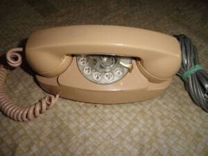 """1976 Rotary Telephone """"The Princess Phone"""" Bell Systems"""