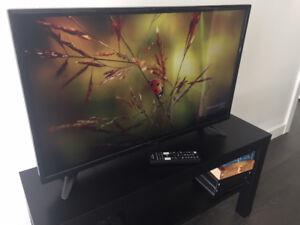 """Insignia 32"""" 720p LED TV"""