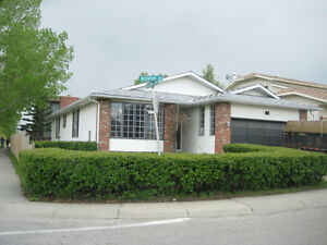 WoodBine SW Large 3 Bedroom Bungalow Available July 1