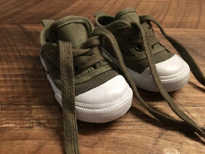 NEUF! NEW! Souliers ZARA baby Shoes - size 18
