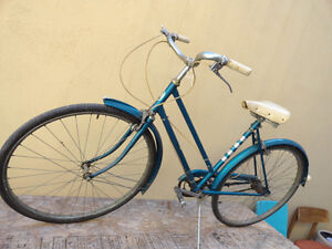1960's WOMAN'S HUFFY VINTAGE BIKE BICYCLE - A STEAL!!
