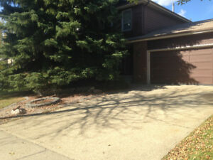 St.Albert – 5 Bedroom House - Large Garage - FIRST MONTH FREE