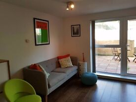 Bright Spacious Double in modern house in Charlton, Greenwich. £650pcm inclusive. Close to station