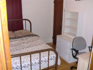 furnished room 520$ all included Short or long