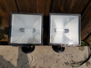 Outdoor Halogen Floodlights with Knuckle Mounts -2