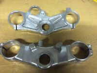 Yamaha R1 KAD top yoke, standard bottom yoke triple clamps