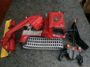 """Dickie Toys Pistenbully 600 20"""" Remote Controlled Snowplow"""