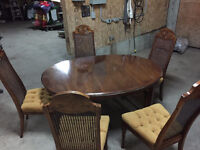 dining table a 5 chairs