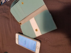 Mint Condition Iphone 5S BUNDLE