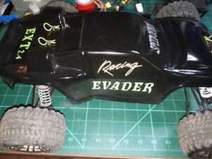 Evader EXT2.4 1/10th stadium truck