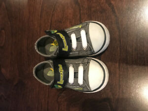 Sketchers Luminators Size 5 Toddler Shoe