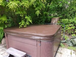 Brown Hot Tub Cover & Lift