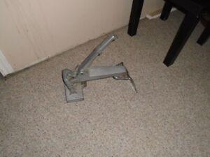 Mini carpet stretcher
