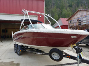 FOR SALE: 2007 SEA RAY BOAT