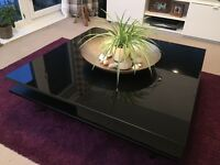 Black high gloss coffee table (IKEA)