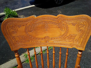 Pressed back solid wood Rocking chair Kitchener / Waterloo Kitchener Area image 3