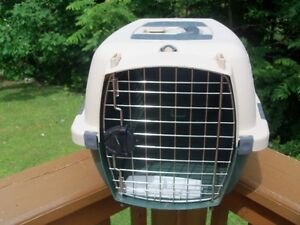 Pet Taxi Carrier for Cat or Small Dog--by Pet Mate