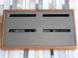 Dullens Custom PEDAL BOARD - Walnut Frame / Black Deck