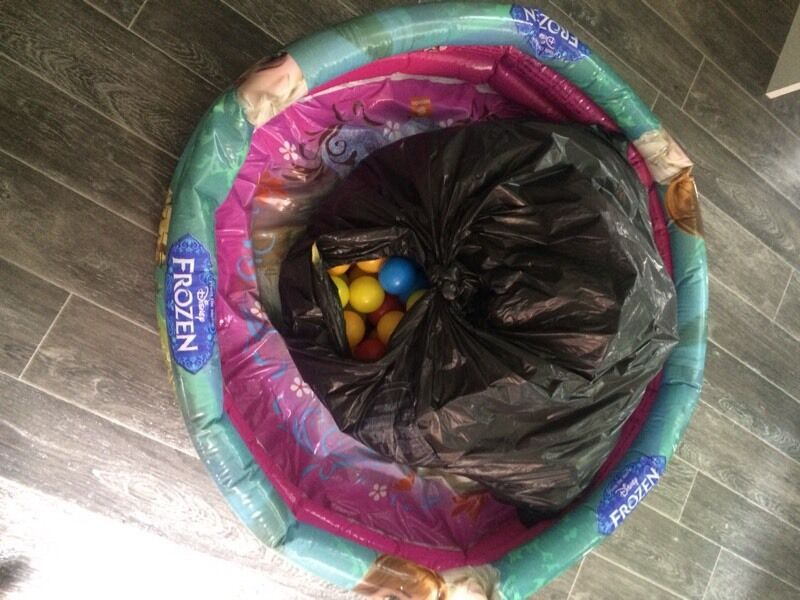Disney frozen paddling pool ball pit with 200 balls in for Elc paddling pool