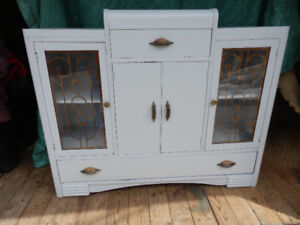 ANTIQUE BUFFET /CHINA CABINET