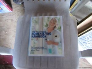 MARTHA STEWART'S HOMEKEEPING HANDBOOK - REDUCED!!!!