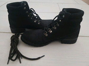 Steve Madden leather boots. Sz 7.5m