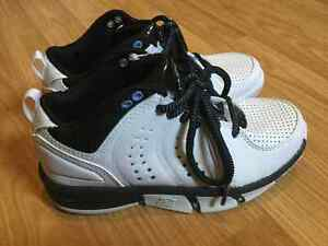 NWT Boys Starter leather runners