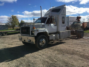 2000 gmc 8500 cab &chassis  trade for tractor
