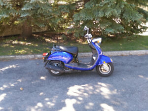 2006 YAMAHA VINO 125 . RUNS AND DRIVES  EXCELLENT . ONLY $1350