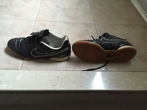 soccer indoor shoes for kids ( size 6y )