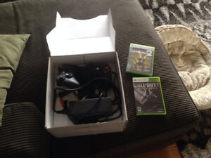 4G xbox 360, 2 controllers, 2 games