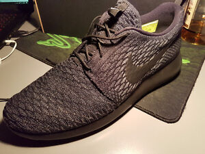 Nike roshe one flyknit ID shoes size 12.5