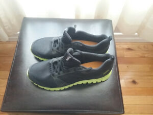 MENS REEBOK SUBSITE RUNNERS SIZE 11.5 NEW WITHOUT BOX
