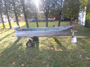 Boat motor and trailer NEED GONE TONIGHT