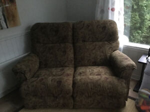 Causeuse et fauteuil inclinable lazy boy