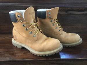 Woman's size 7 fleeced lined Timberland boots