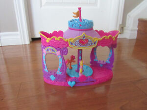 My Little Pony Carousel Boutique and Twinkling Hot Air Balloon Stratford Kitchener Area image 2