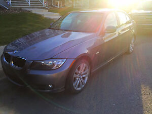 2011 BMW 323 i - Heated Leather Seats, Push Start, Silver