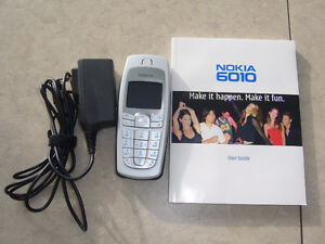 NOKIA 6010 cell phone