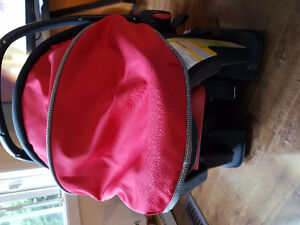 Infant Car seats for 50$ London Ontario image 4