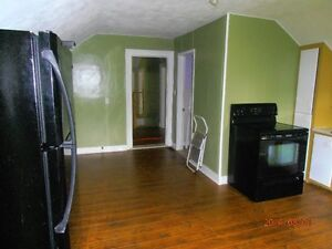 large 2nd floor unti in MARKDALE,quiet area