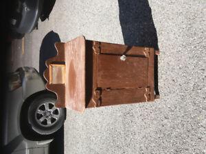 Petite armoire antique en bois