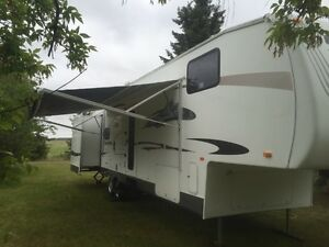 2010 Salem La 32.5 5th wheel 326bsts