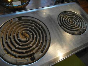 Petite cuisinière antique West Island Greater Montréal image 2