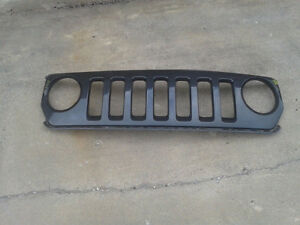 Factory used grille for a 2007-15 Jeep Patriot (G0013)