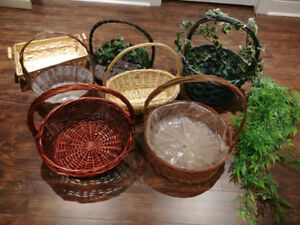 *BASKETS* 7 baskets in a variety of Sizes, Colors, and Styles