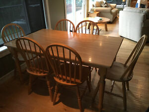 Harvest style dinning room table and 6 chairs