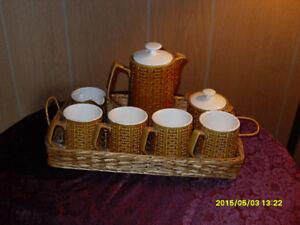 Vintage coffee/tea pot with cream/sugar/4 mugs