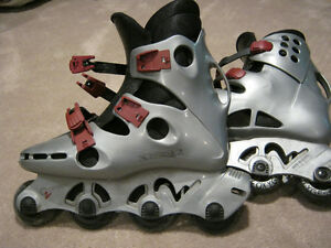 MENS'S OXYGEN ROLLERBLADES WITH WRIST GUARDS