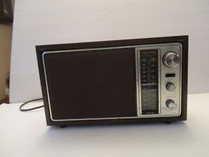 Realist AM FM Radio--Vintage Realistic Tandy Corp-Model 12-693